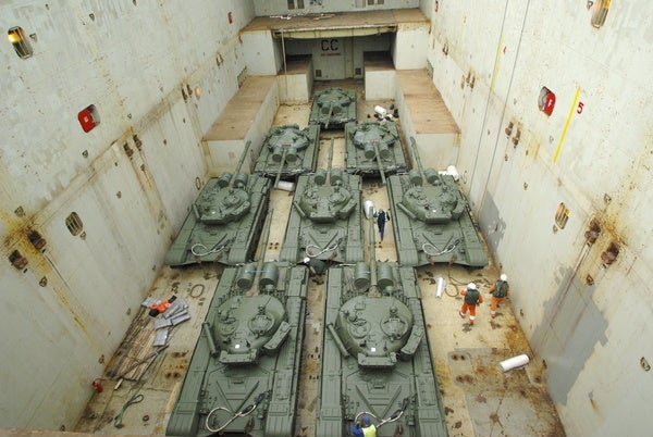 Loading_and_lashing_of_the_tanks_on_charter_vessel_600x