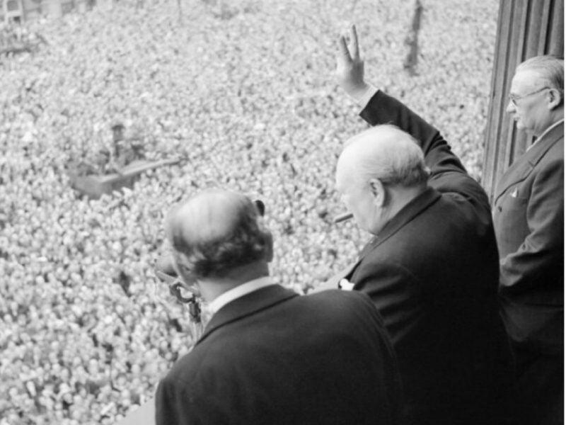 Churchill_VE_crowds