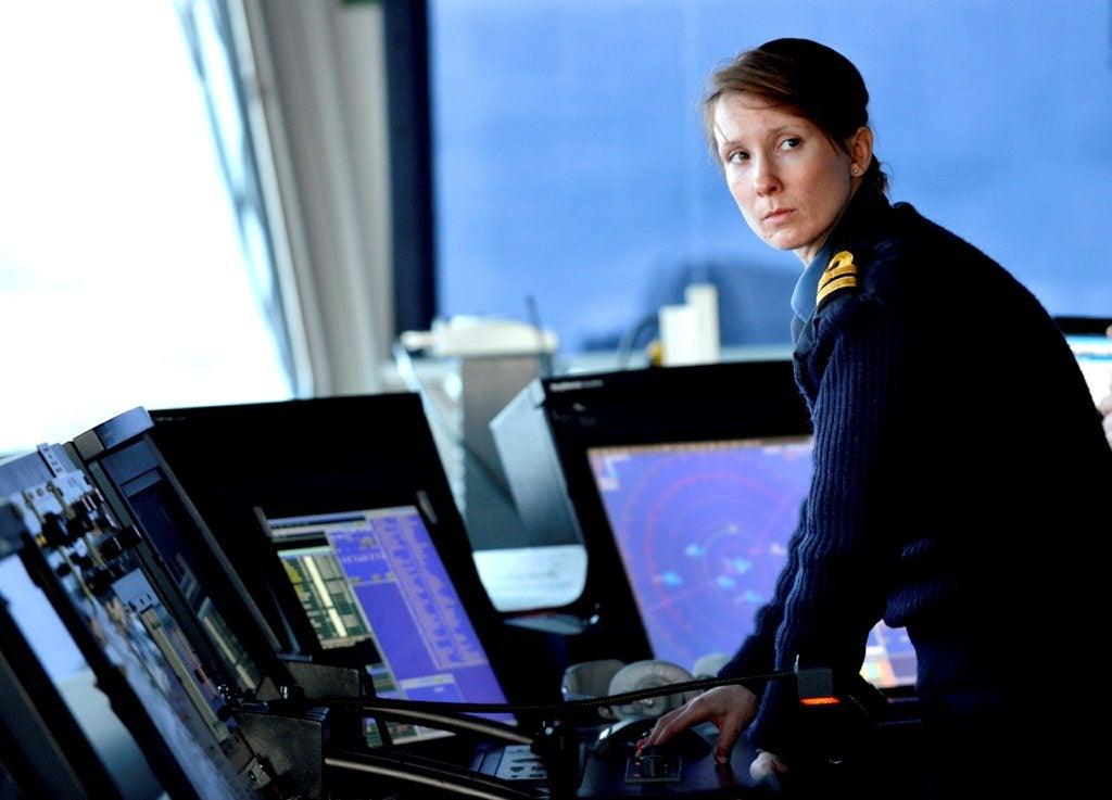 female-royal-navy-officer-bridge-type45