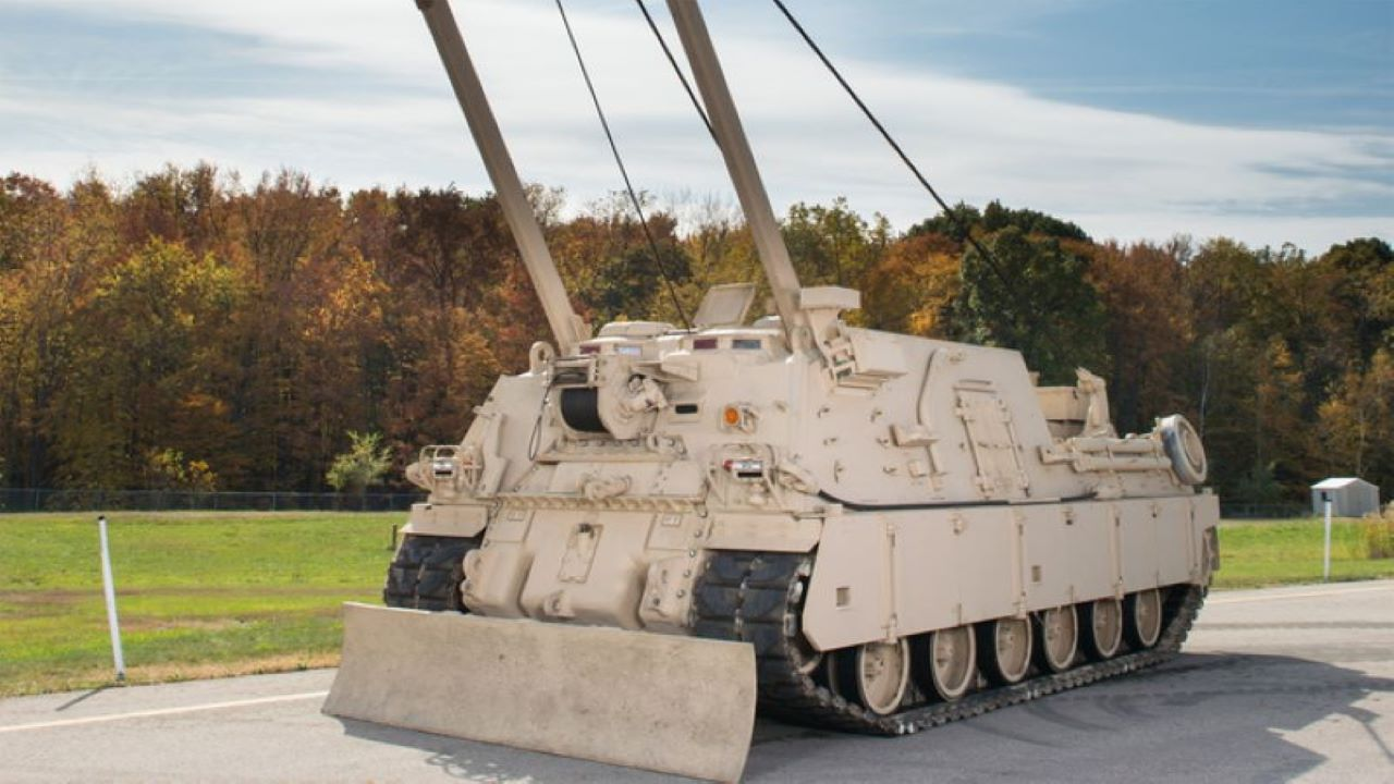 Image 2-M88A2 HERCULES Armoured Recovery Vehicle (002)