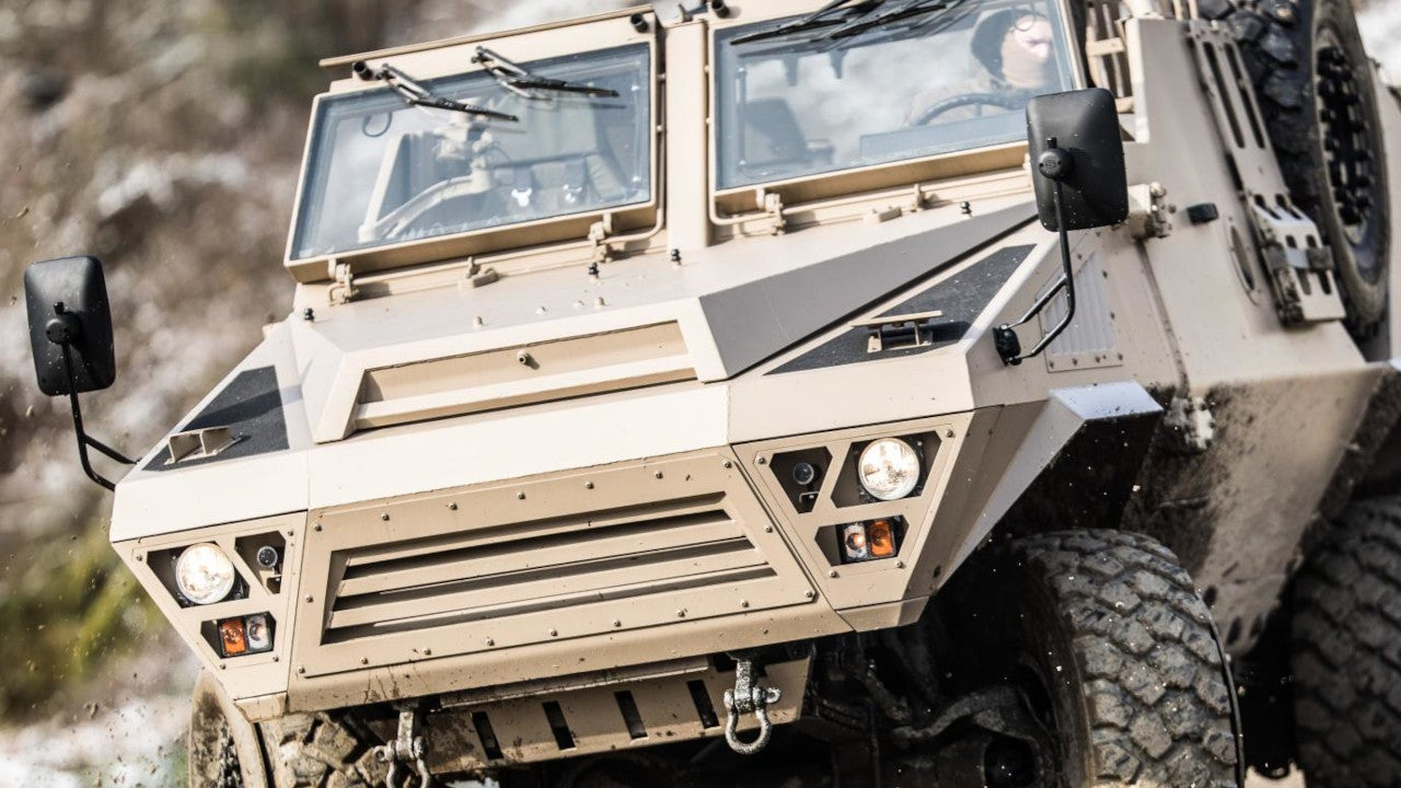Image 2-ARQUUS Sabre Special Forces Vehicle