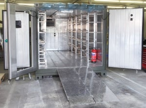 Self-powered refrigerated container